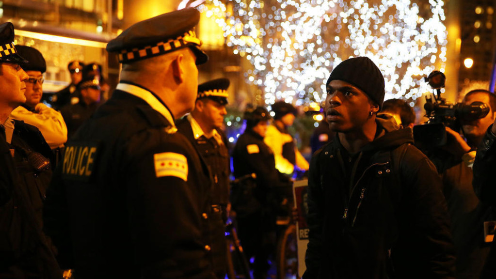 Protesters march for a second night in Chicago after a 2014 video of Laquan McDonald being fatally shot by Chicago Police Officer Jason Van Dyke is released, Wednesday, Nov. 25, 2015. (John J. Kim, Chicago Tribune)